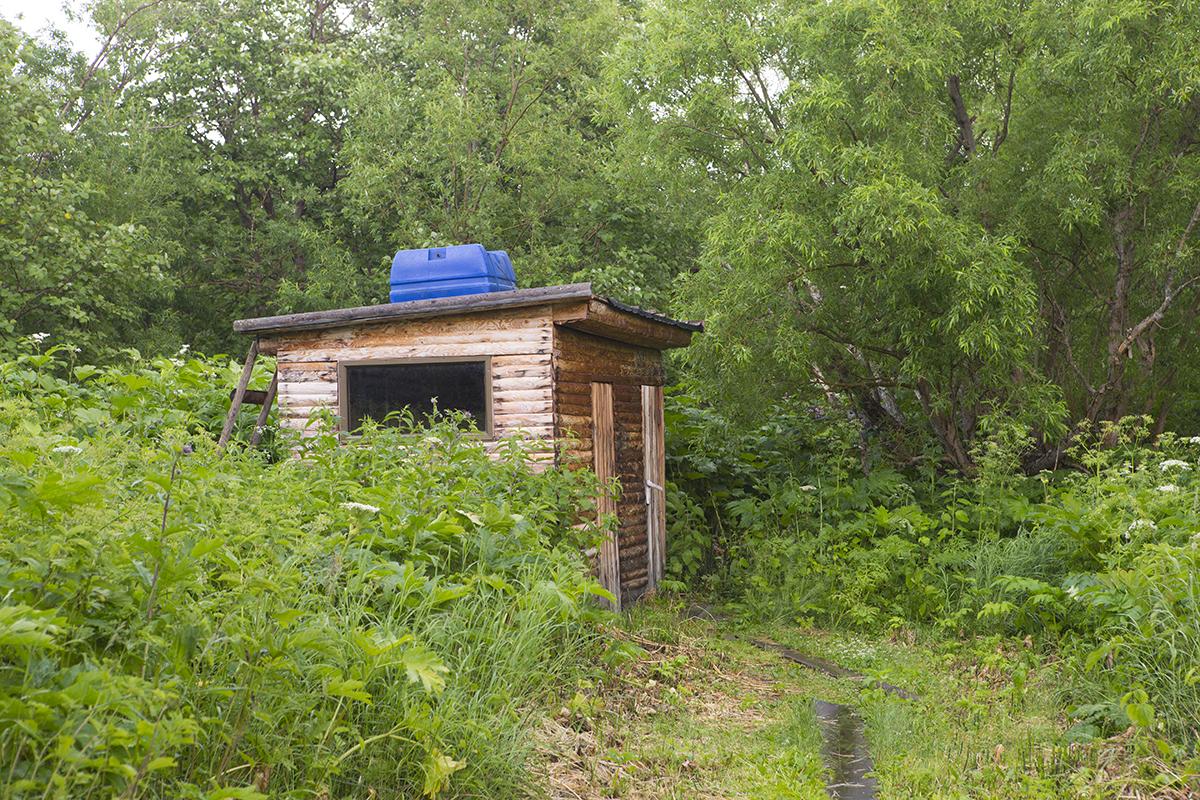 Das Klo  neben der  Hütte.