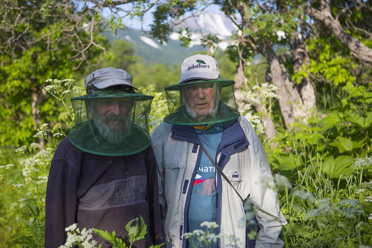 Prof. Hagen Herdam und Dr. Erhard Weit ausgerüstet gegen tausende von Mücken in Kamtschatka auf unserer Bärentour.  Juli 2018