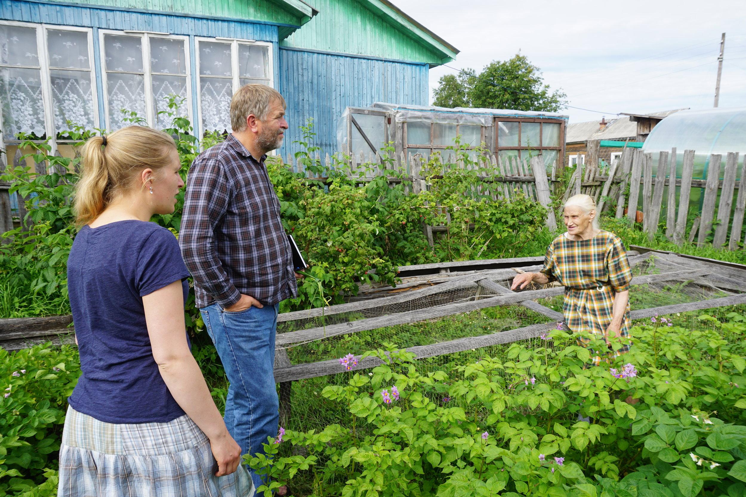 Hos det gamle ekteparet nord for Arkhangelsk dyrket de det meste av det de trengte på jorden rundt huset - og de levde godt