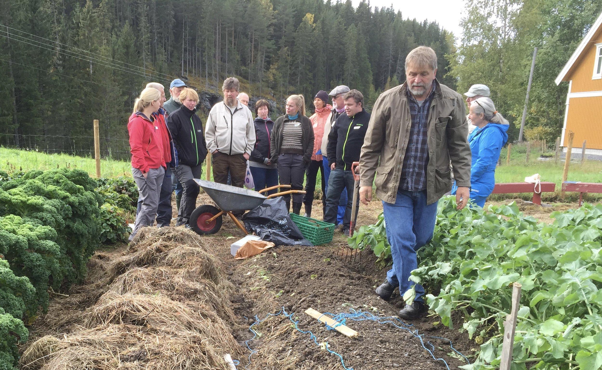 Kurset bygger på demonstrasjoner og håndfast kunnskap om praktisk dyrking
