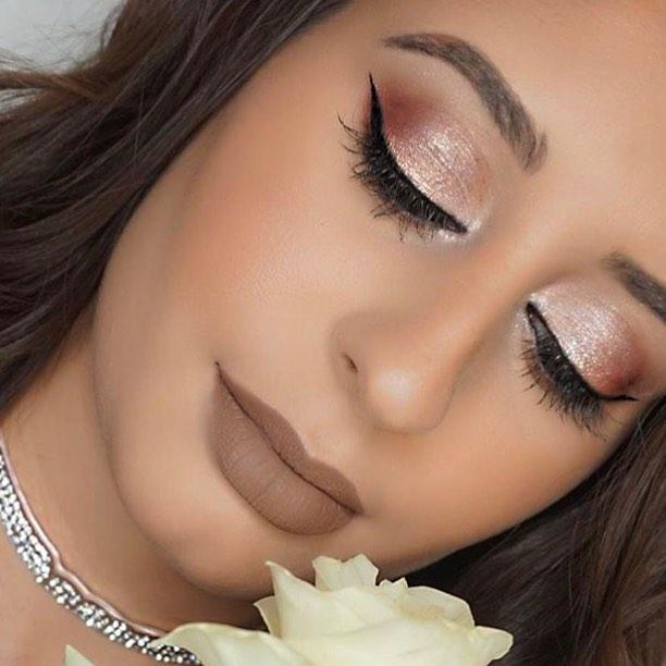 Last years LOVE day look. Thinking about what to do this year?!?🌹 oh and should I buy myself a rose again? Lol  Eyeshadow @natashadenona  Brows @anastasiabeverlyhills  Lips @maccosmetics  Liner @katvondbeauty . . . . . . #mua#makeup#abh#makeupart#anastasiabeverlyhills#brows#valentineday#loveday#makeuplook#valentinesdaymakeup#eyes#love#maccosmetics#katvond#glitter#natashadenona