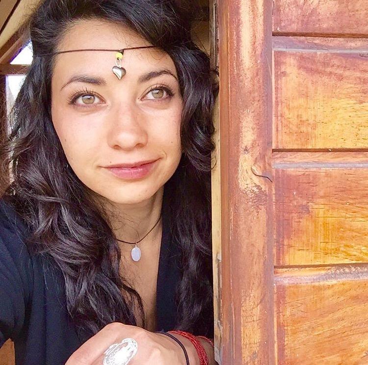 Rayonnante et remplie de gratitude - pour la vie, elle a décidé de se former et de devenir professeure. Elle apporte ainsi à ses cours une fusion dynamique et spirituelle en se connectant avec Mère Nature, le Soleil, la Lune et l'Univers, tout en veillant à ce que notre lumière intérieure continue ; car pour elle avons tous de la magie en nous.Ses cours sont guidés et partagent la philosophie du mantra« Lokah Samastah Sukhino Bhavantu »« Puissent tous les êtres du monde être heureux et libres, et puisse les pensées, les mots, et les actions de ma propre vie contribuer d'une certaine façon à ce bonheur et cette liberté pour tout »« Namaste »« Mon âme est votre âme »
