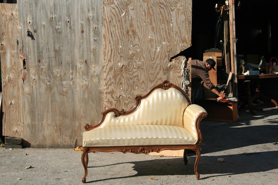 72victorian_couch_man.jpg