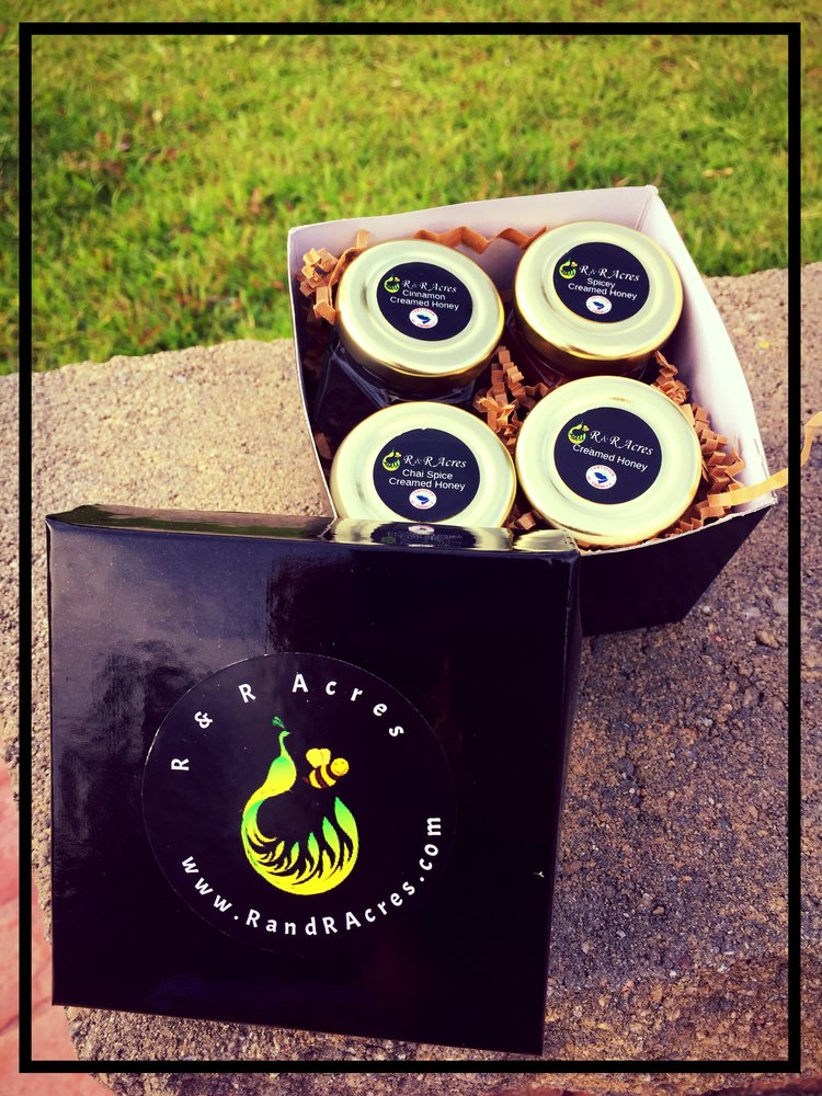 Creamed Honey Gift Set ! - Gift set of creamed honey is now available. Trying to decide which flavor of creamed honey to try? Try this! Each flavor is displayed beautifully in this gift set. Perfect as a hostess gift, birthday gift, any day gift for a person that loves the natural taste of honey.