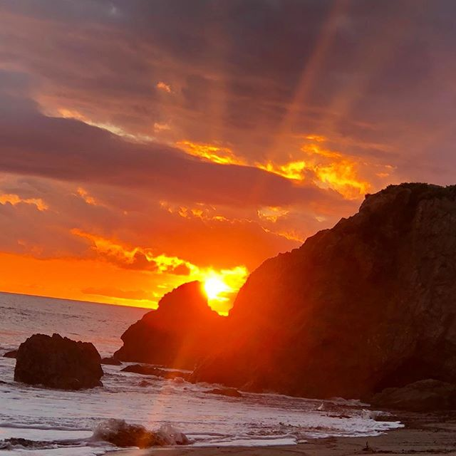 All these winter storms rolling through California create such dramatic sunsets, love walking the beach after the rainstorms! #sunset #malibu #elmatadorbeach #malibufountains #malibustrong