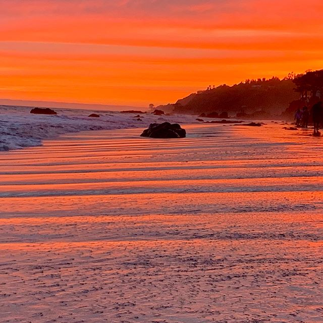 Can never see enough sunsets and ever be tired of them especially in Malibu! #hopelesslyinlove #malibu #malibutimesmag #naturephotography #abc7eyewitness #californiacoast #fountains