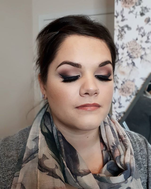 Some makeup from the past week. My clients are all so frikin BEAUTIFUL. come see me to get glam for your Christmas festivities!! ☕🎄🎁 @hpmakeupartistry . . #makeuplover #albertamakeupartist #albertamua #makeupislife #makeupaddict #expressyourself #beyourbestself #celebrateyourbeauty #canadamakeupartist #hpartistry