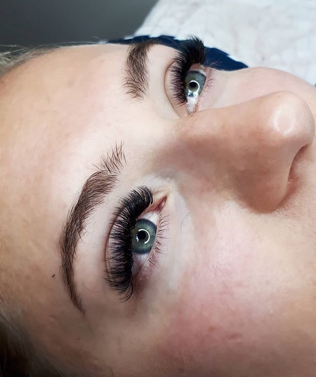 Short mega volume gives me LIFE... come see me and we can give you some beautiful fluffy lashes!! Megavolume full sets are $75 off for the month of December!! 😍😍 . . . . #yegmegavolume #yegvolume #yegvolumelashes #megavolume #volumelashes #edmontonlashes #yycmegavolumelashes #lashboxla #flowerbouquet #lashtech #yeglashartist #lashextensions