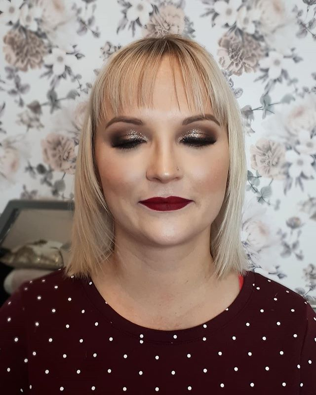 Dolled up these hotties for thier Christmas parties tonight. Come see me for the holidays !! @hpmakeupartistry . . . . #yegmua #yegmakeupartist #yegmakeup #glamedup #holidayglam #professionalmakeupartist #glam