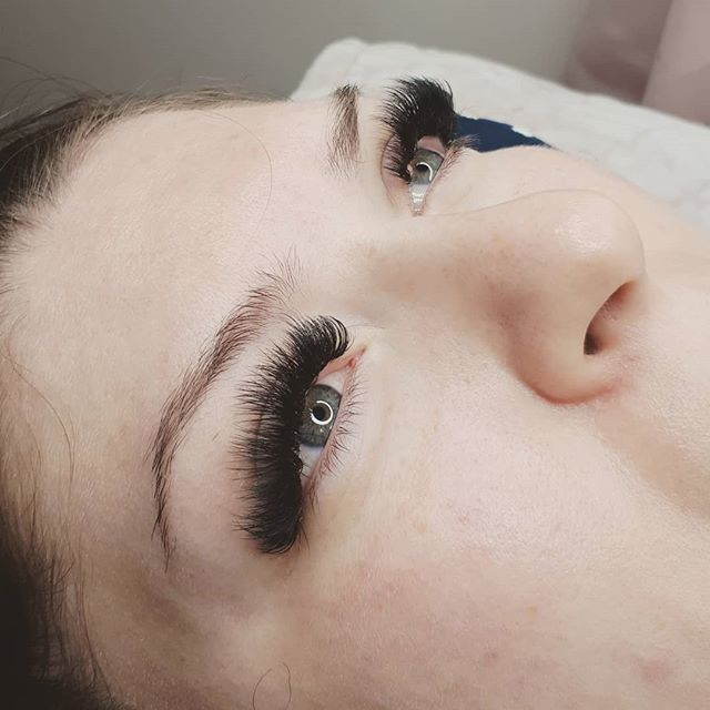 MEGAVOLUME on this hot babe of a thing. I love this girl. My clients are the BEST. 😍😍 PROMO is still on for megavolume $75 off a full set. Book now to get some mega fluff for your holiday festivities 😋 . . . . @lashboxla @lashaddictyyc @eye.fancy  #megavolume #megavolumelashes #yegmegavolume #lashboxla #fluffylashes #lashextensions #yeglashextensions #yegvolume