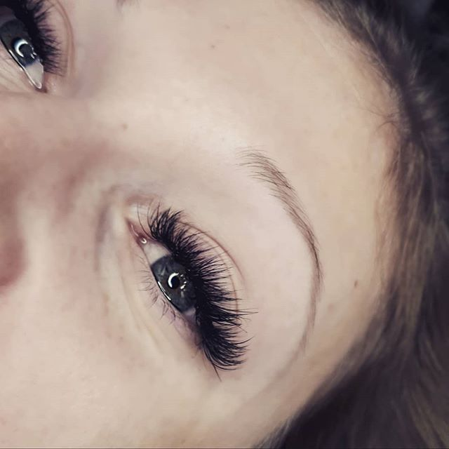 I have seriously grown to LOVE being a lash artist so much. At first it was so hard. I hated it. I dreaded it. But I had a drive to learn and grow and it has gotten me so far. I cant wait to see where else it takes me! I am so blessed. Thankyou to all my clients who have supported my small business. It means the WORLD. 💗💗 #sappypost #yeglashextensions #yeglashlady #yegvolume #lashextensions #yeglashtech #yeglashartist #hybridlashes #honeybeelashco @honeybee_lash_co