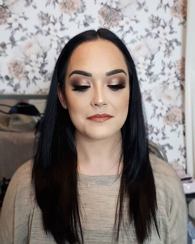 Gorgeous client ready for her Christmas party tonight! That's a wrap peeps I am officially OFF to cardston for our Christmas holidays. HAVE A MERRY CHRISTMAS! THANKYou to all my clients for making 2018 amazing. I hope to see many of you in the new year!! Xox . . . . #yegmua #yegmakeupartist #edmontonmakeupartist #glamourmakeup #holidayglam #christmasglam #mua #freelancemua #mac #toofaced #morphe
