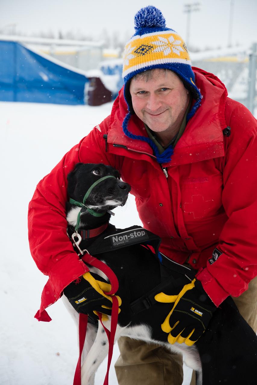 Alan Heckart holding Oscar.  Photo taken by Jerome Leveque