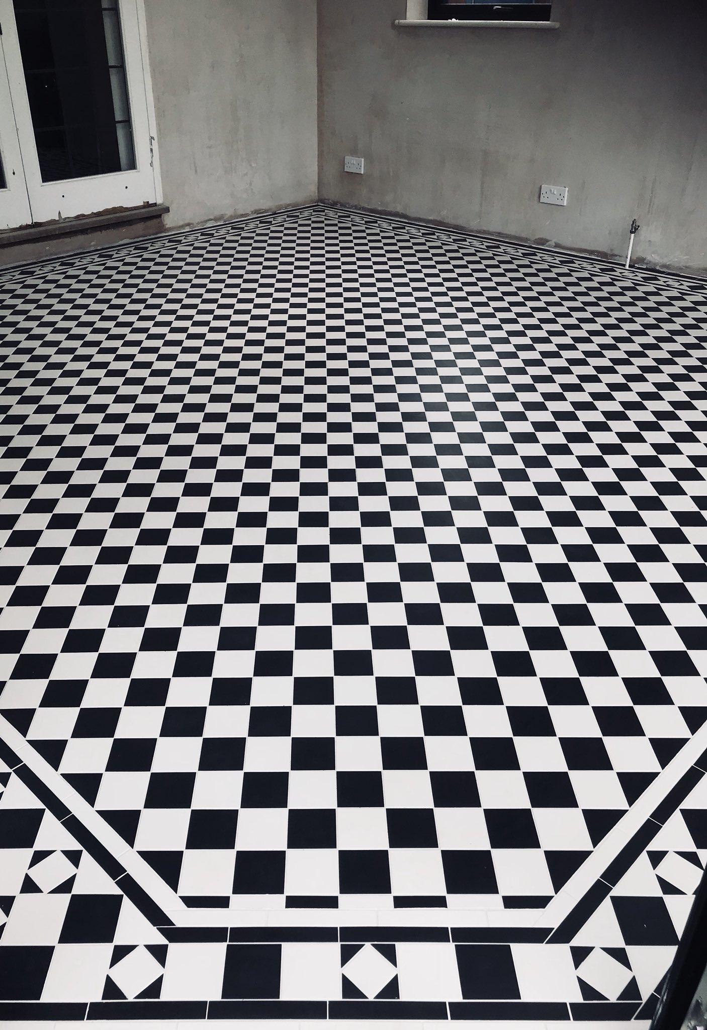 vic floor lee 2.jpg