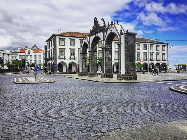 Welcome to #PontaDelgada in the #azores! These arches are the 18th century 'gates to the city' and are now the postcard image of the city.