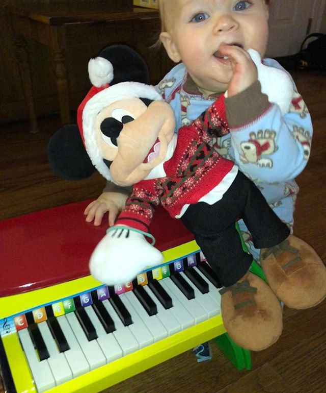 Merry Christmas little Arlo! 🎄 You love music, to sing and dance, so this little piano is perfect for you 🎁 Thanks Grandma! 🎄#merrychristmas #babyfirstchristmas @todalewme