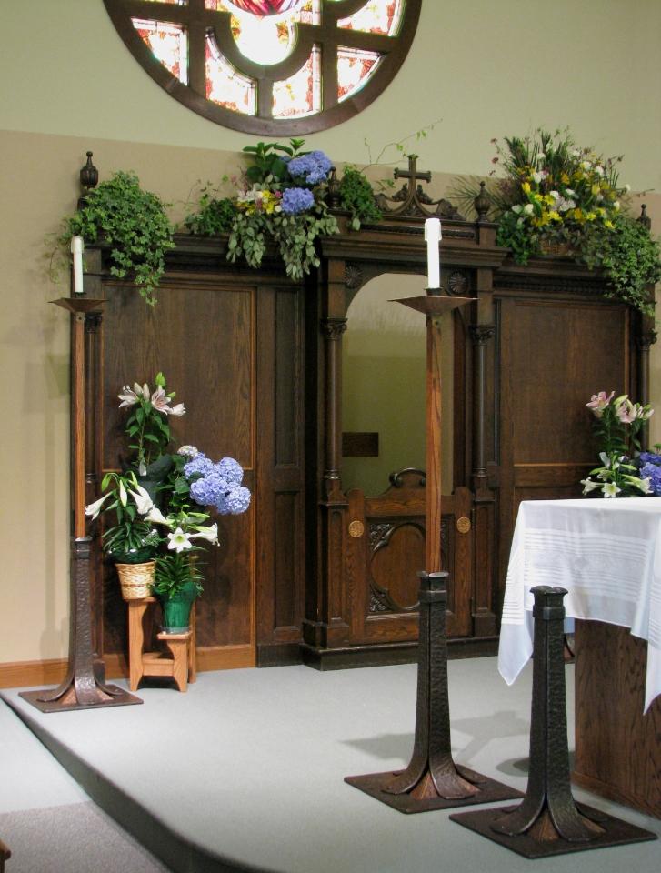 pulpit close.left.JPG