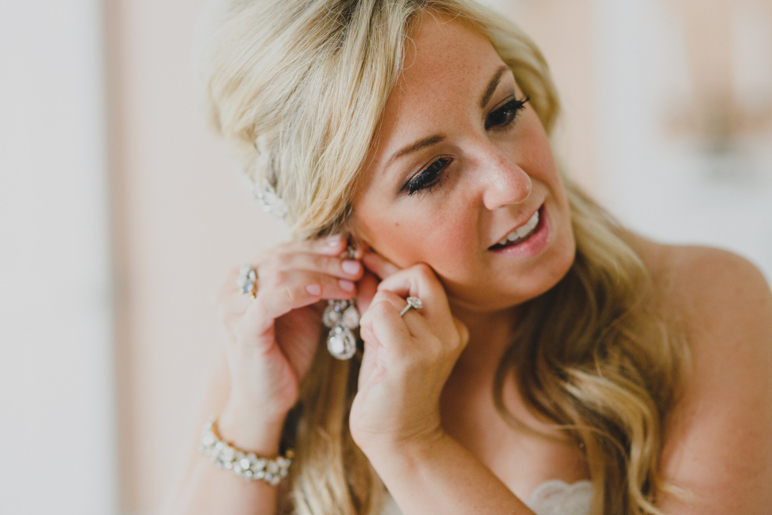 05 Appleford Estate Bride Prep Earrings.jpg