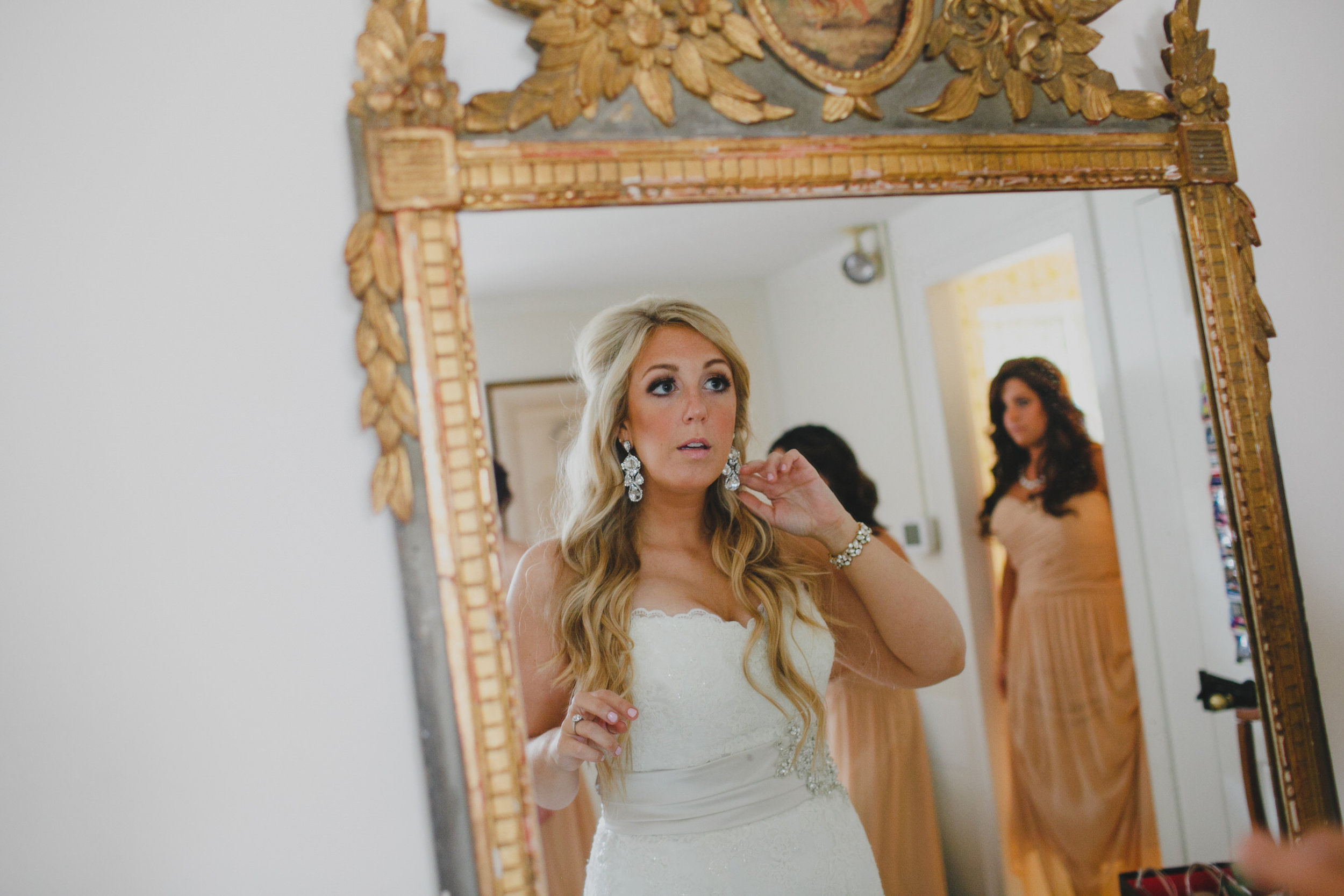 06 Appleford Estate Bridal Room Bride Prep.jpg