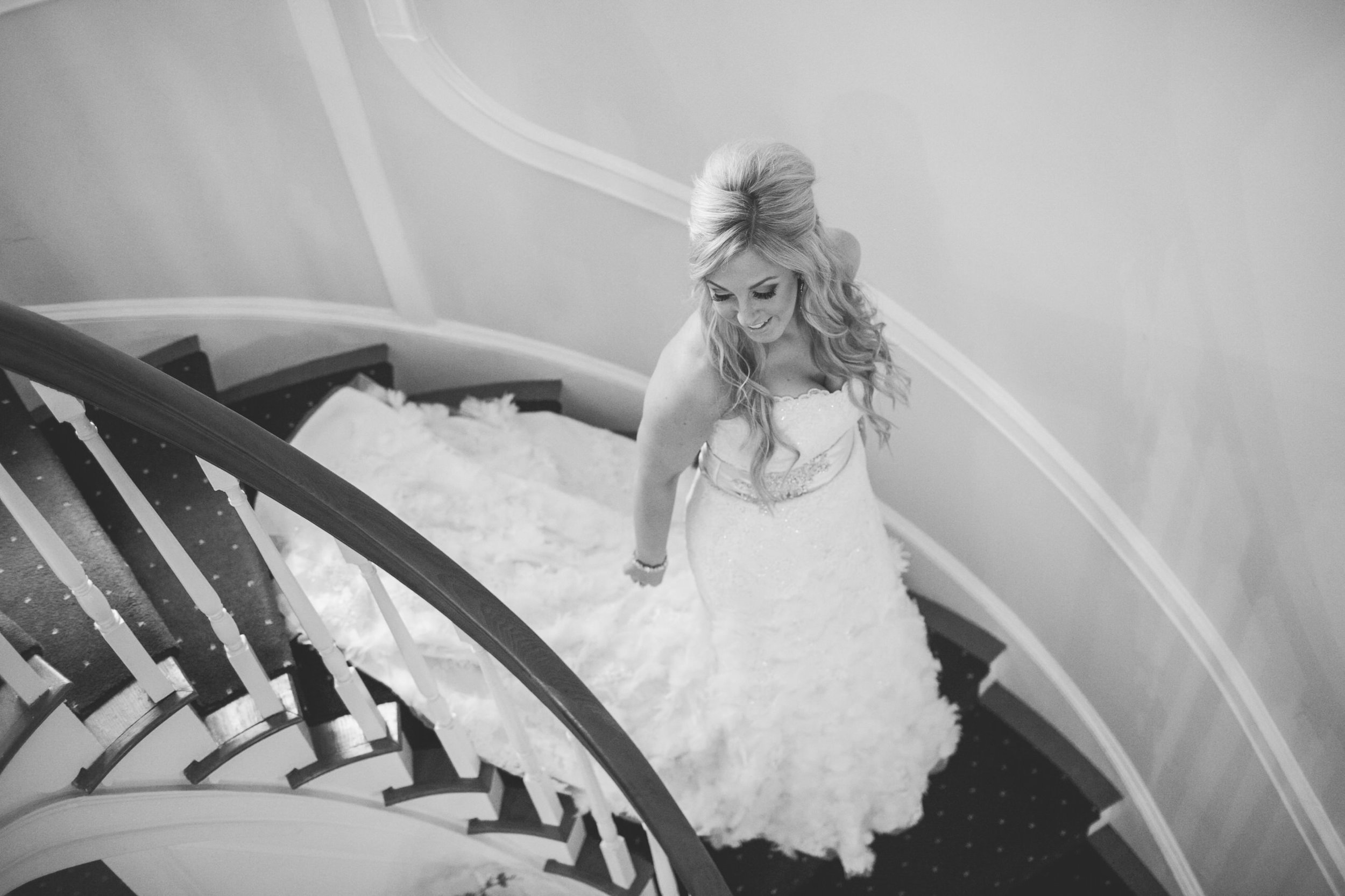 08 Appleford Estate Staircase Bride.jpg