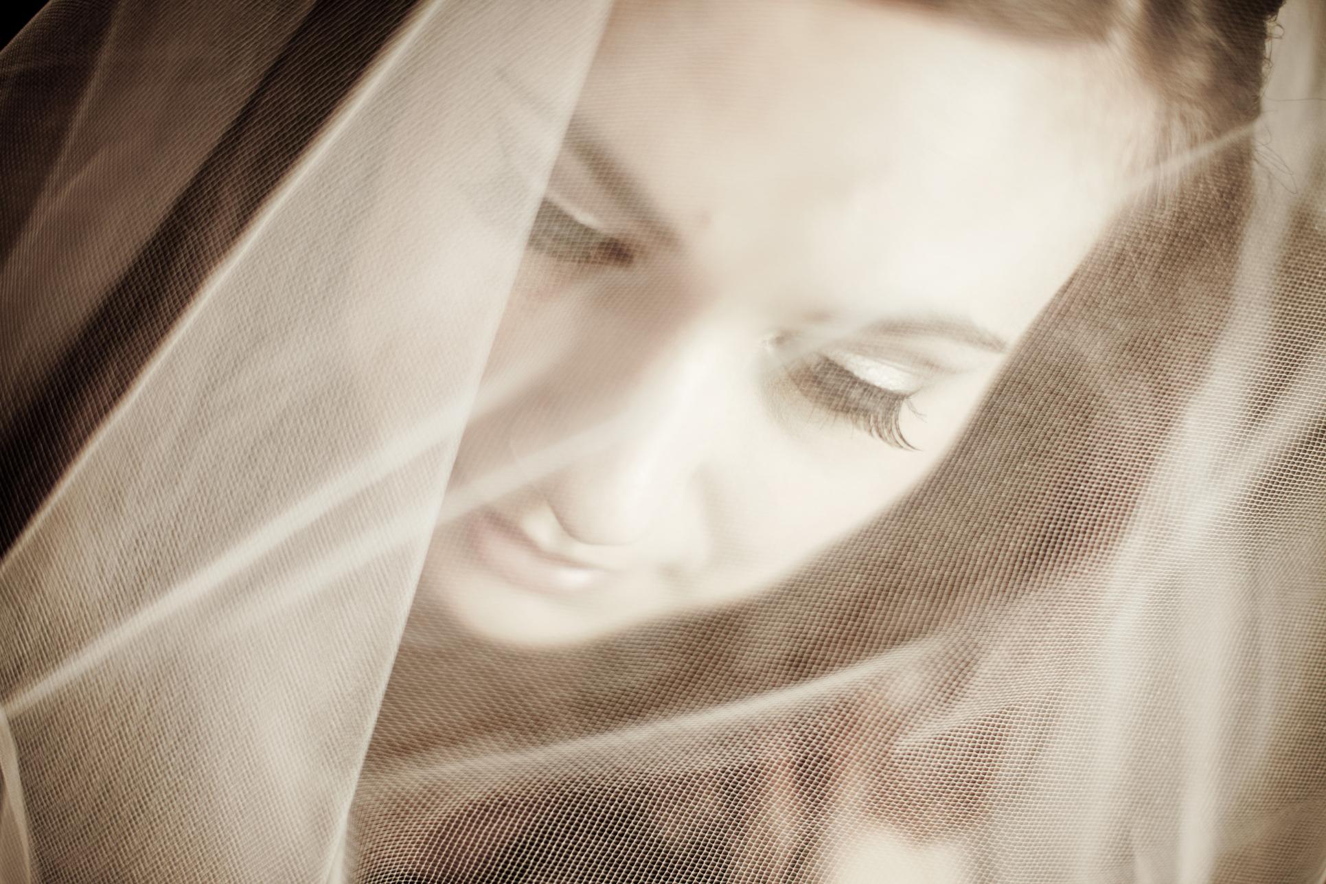 05 Old St Josephs Philadelphia Downtown Club Winter Wedding Bride Veil.JPG