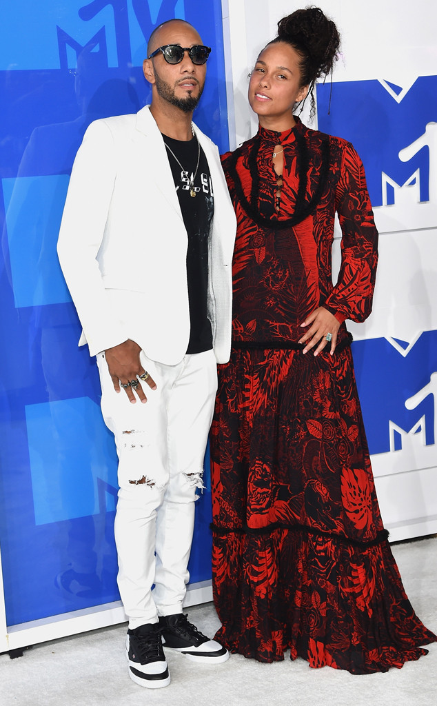 rs_634x1024-160828174823-634-swizz-beats-alicia-keys-mtv-vmas-arrivals.82716.jpg