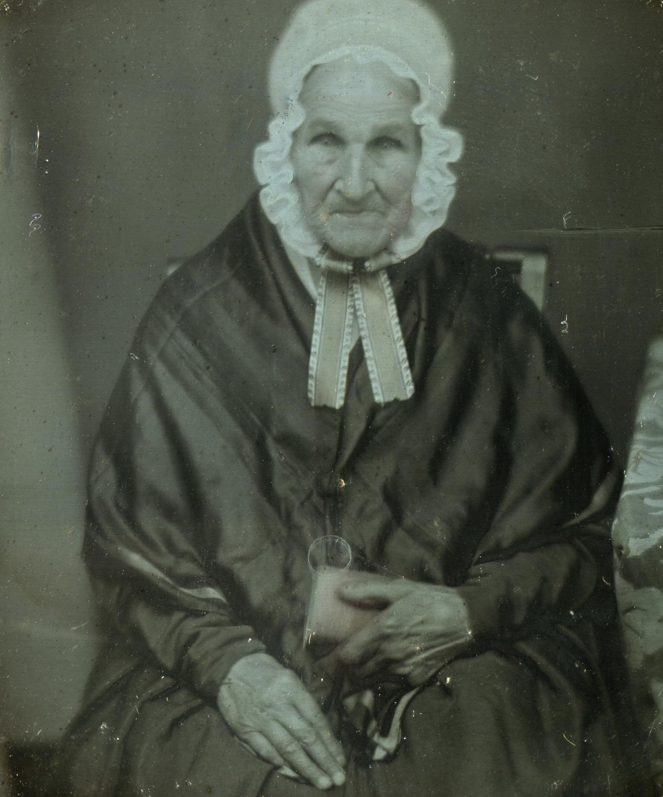 AD245940907An elderly woman.jpg