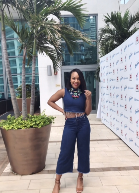 Denim on denim #ClassicAF and I added a bangin floral necklace to spice it up a bit. Another Miami/Hispanicize 2017 outfit.