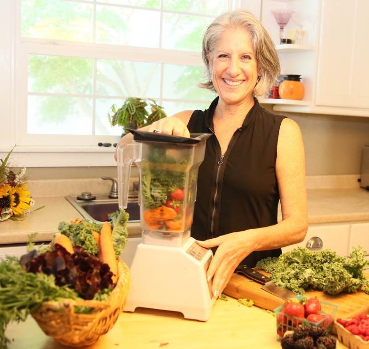 Darcie Ellyne, Nutritionist