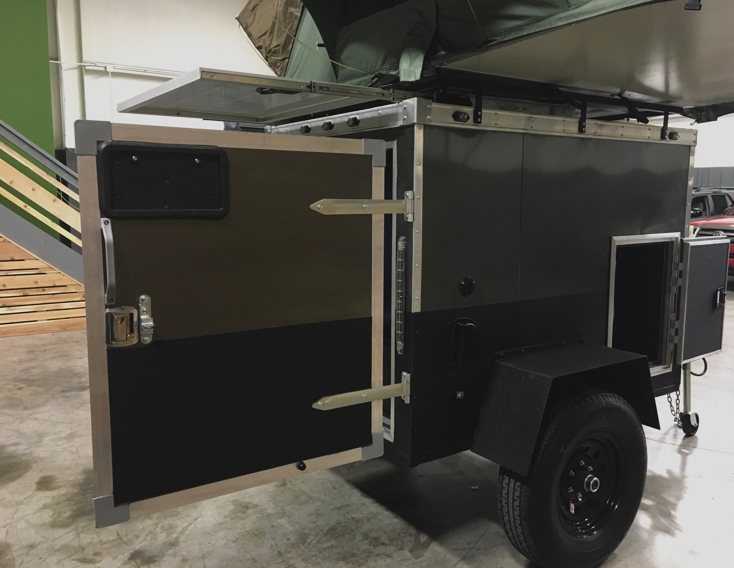 The full size rear cargo door gives you a large enough opening to fit all your large gear, inflatable kayaks, chainsaws, or whatever else you want to store in the main area.