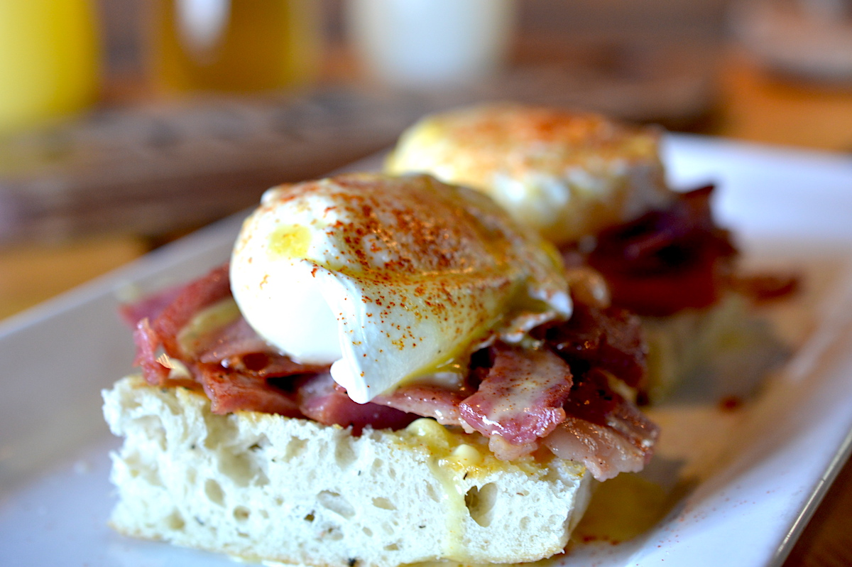 Classic eggs benedict with (a very thick) prosciutto and hollandaise.