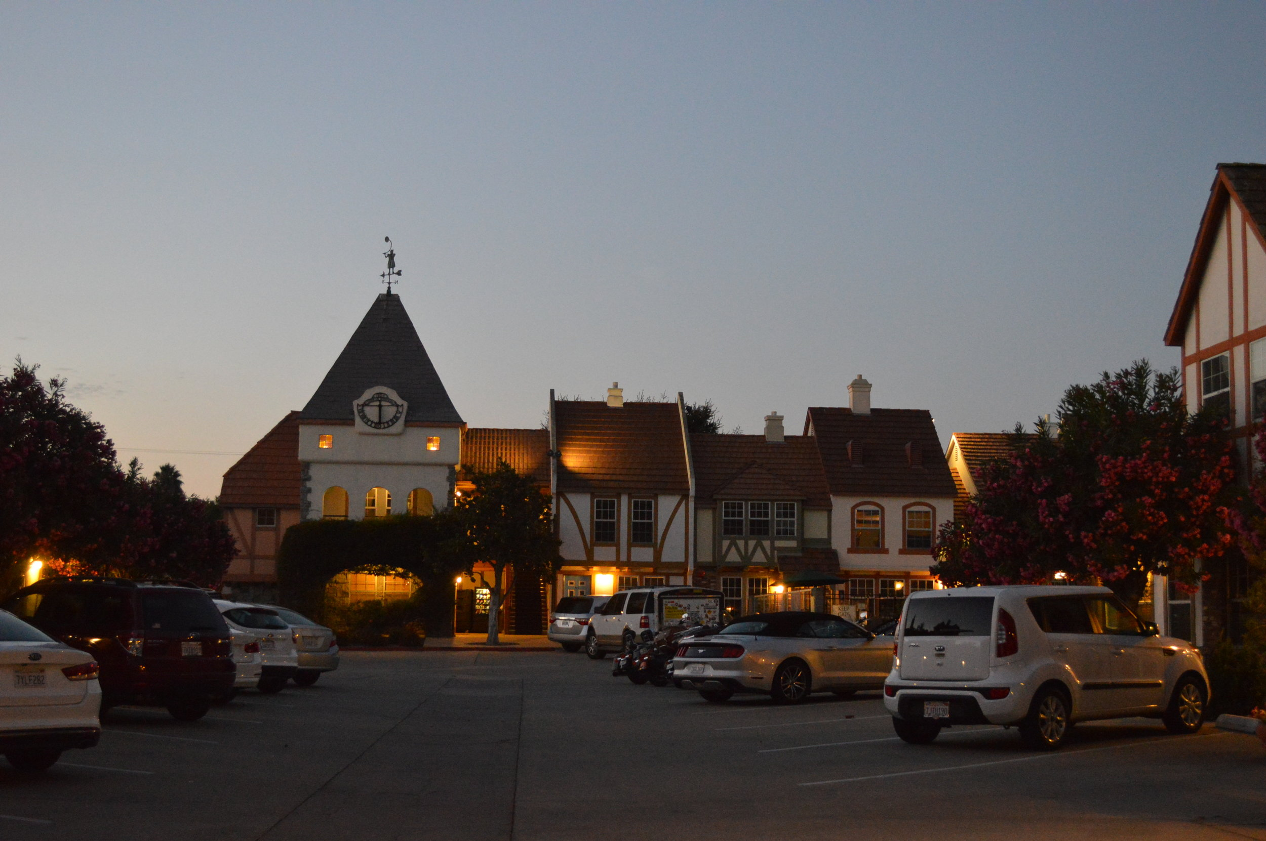 Road Tripping Central California - where to stop along the way! There are so many cute towns, wineries, and ocean views to see in California. Highly recommend traveling the California coast!