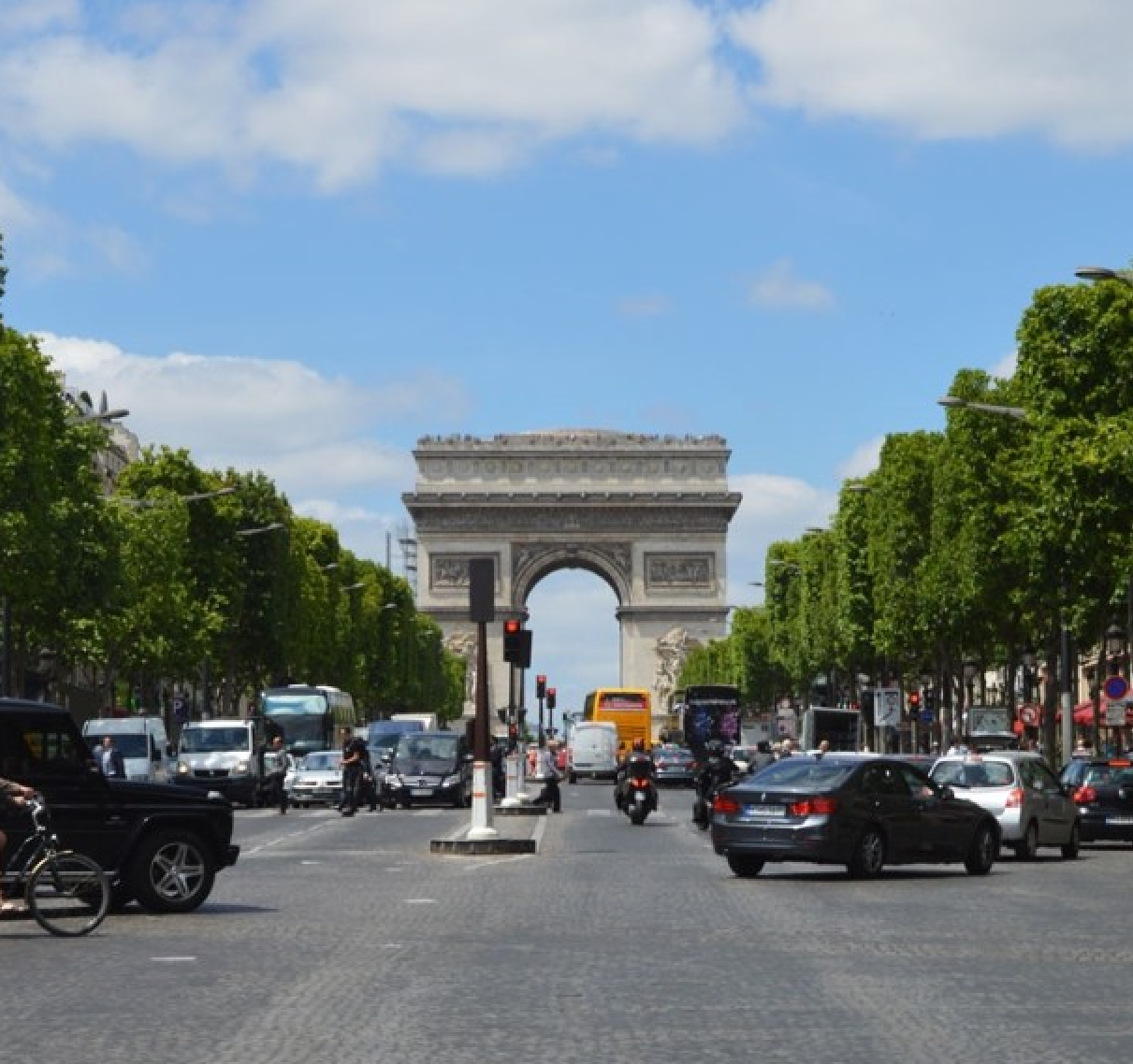 Arc de Triomphe in Paris, France - this article lists 10 amazing things you must not miss in Paris! Have you planned your trip yet? / goseekexplore.com