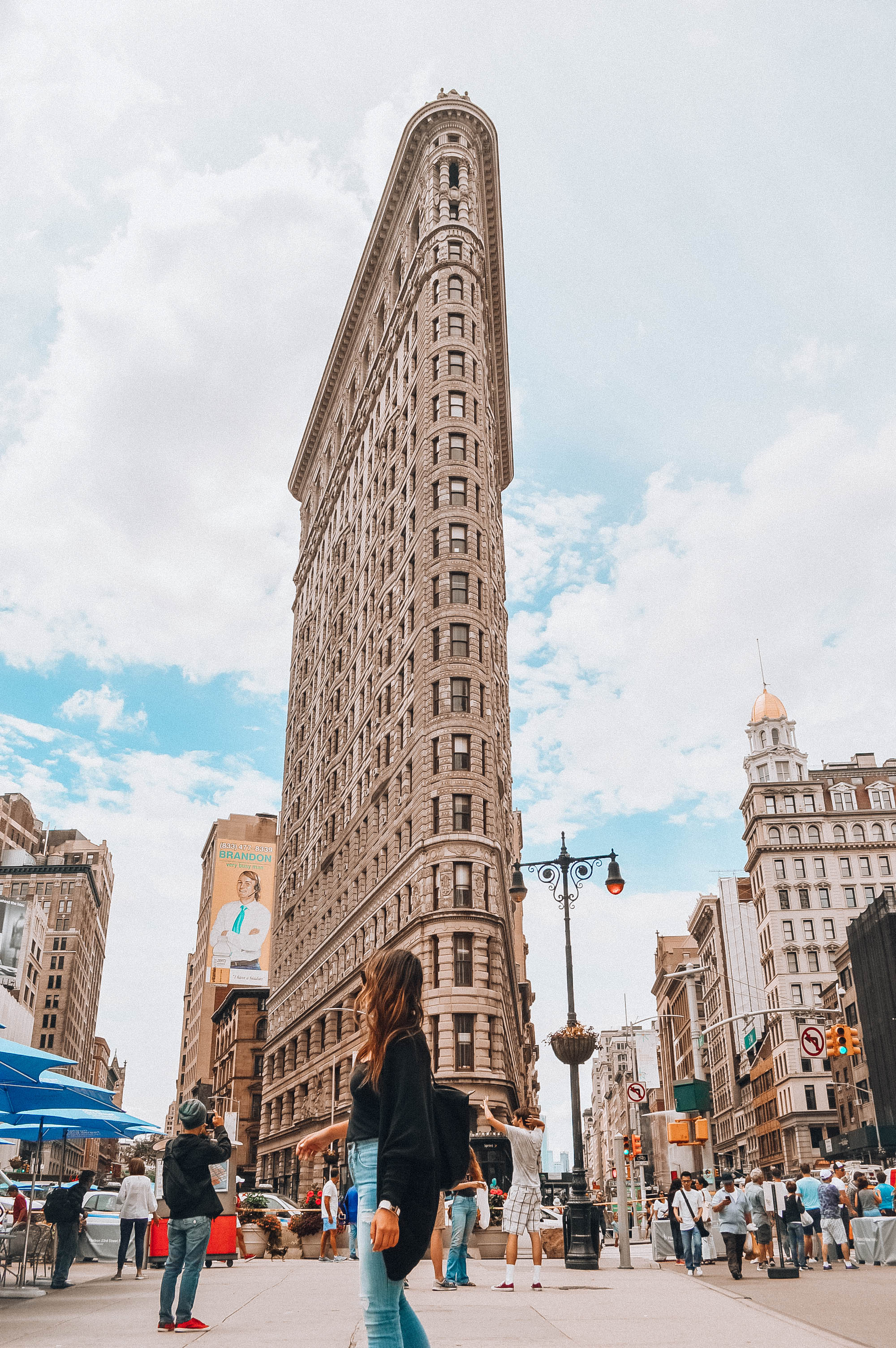 Flat iron building new york - How to plan a night out in New York City! Planning for your budget, by neighborhood (or borough), how to get the best deals on Broadway tickets, and more! / goseekexplore.com / Ally Archer