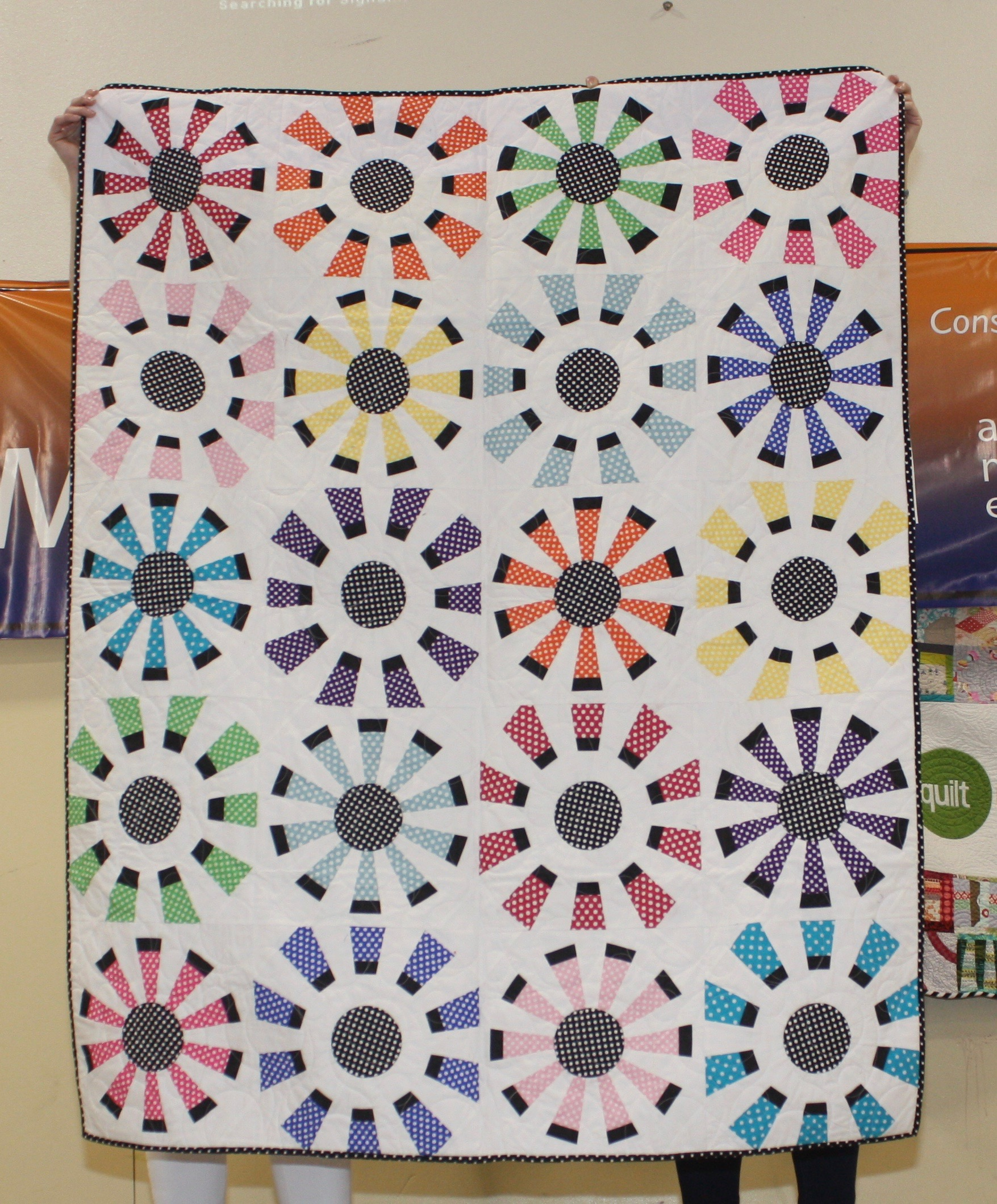 Jennifer Gleich  Dots All Around  Pattern: Modern Dresden  Quilted by Brenda Anderson  @Jengaile0927