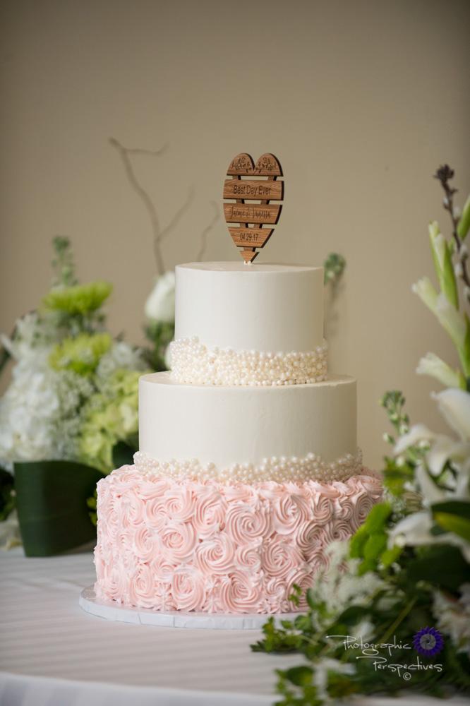 Albuquerque Wedding Photographer | Isleta Resort and Casino | Wedding Cake.jpg
