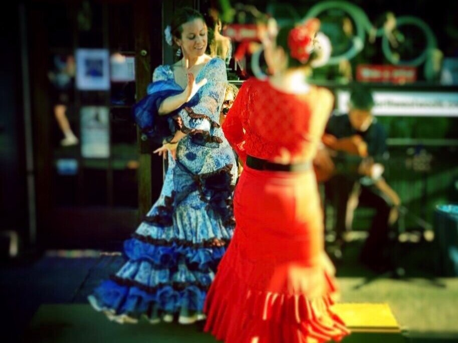 Dancing sevillanas with Julie Pacheco-Toye in Portland, Oregon