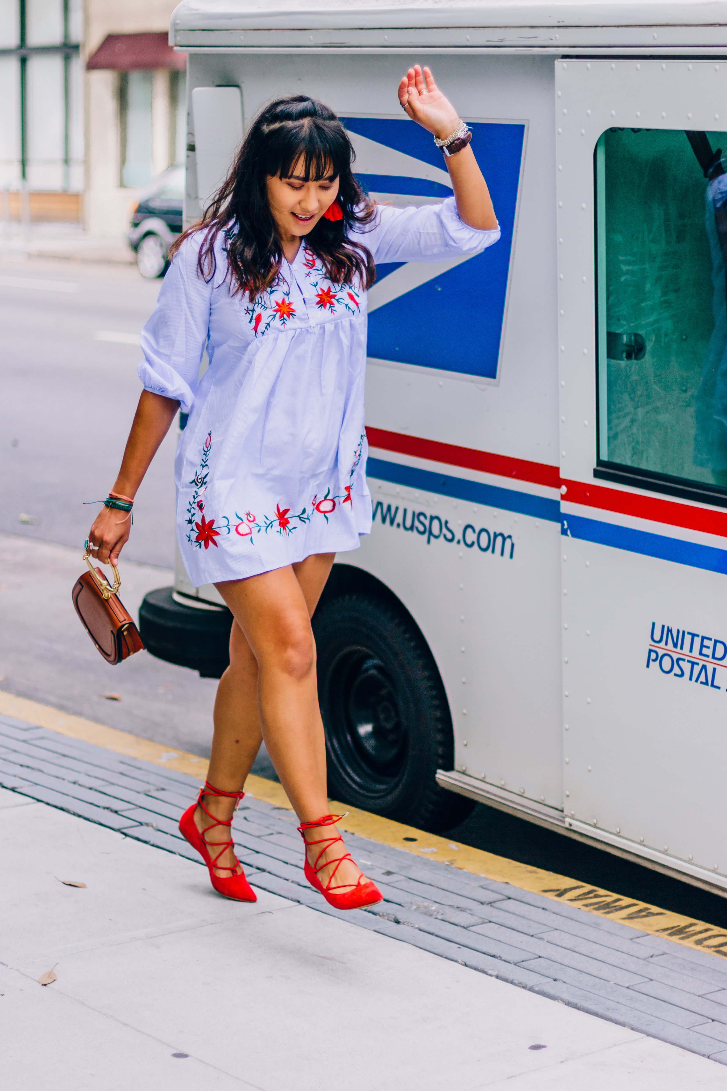 petite-blogger-embroidered-dress