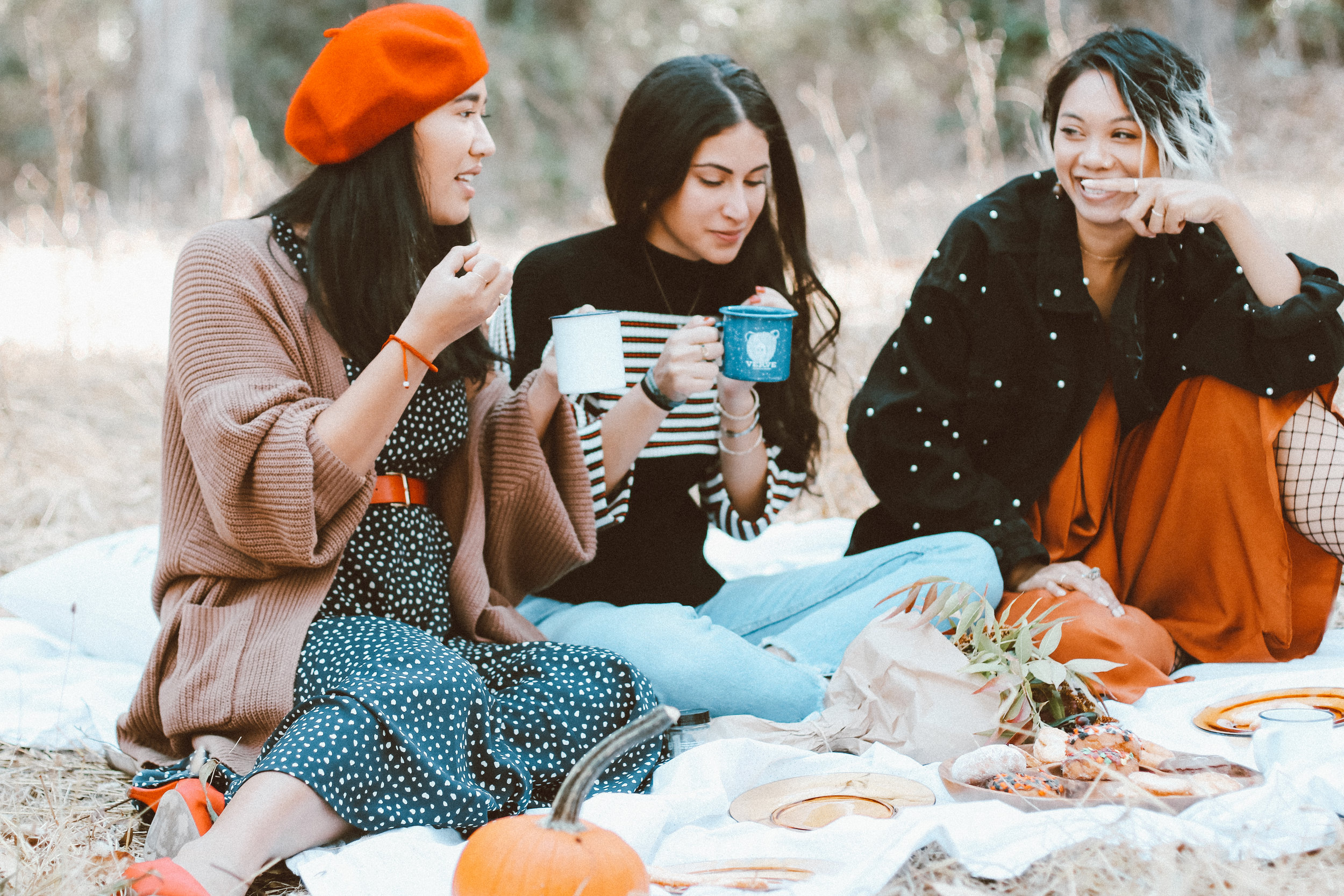 urban-outfitters-friendsgiving