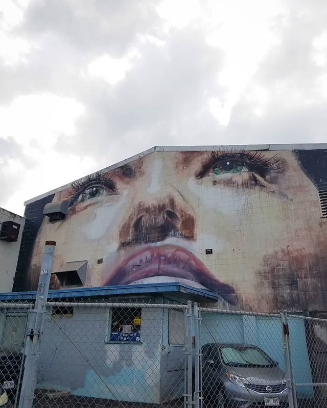 Hawaiian street art. 🔝 #honolulu #streetart #faces #art #graffitiart #hawaii #powwowhawaii #cityview