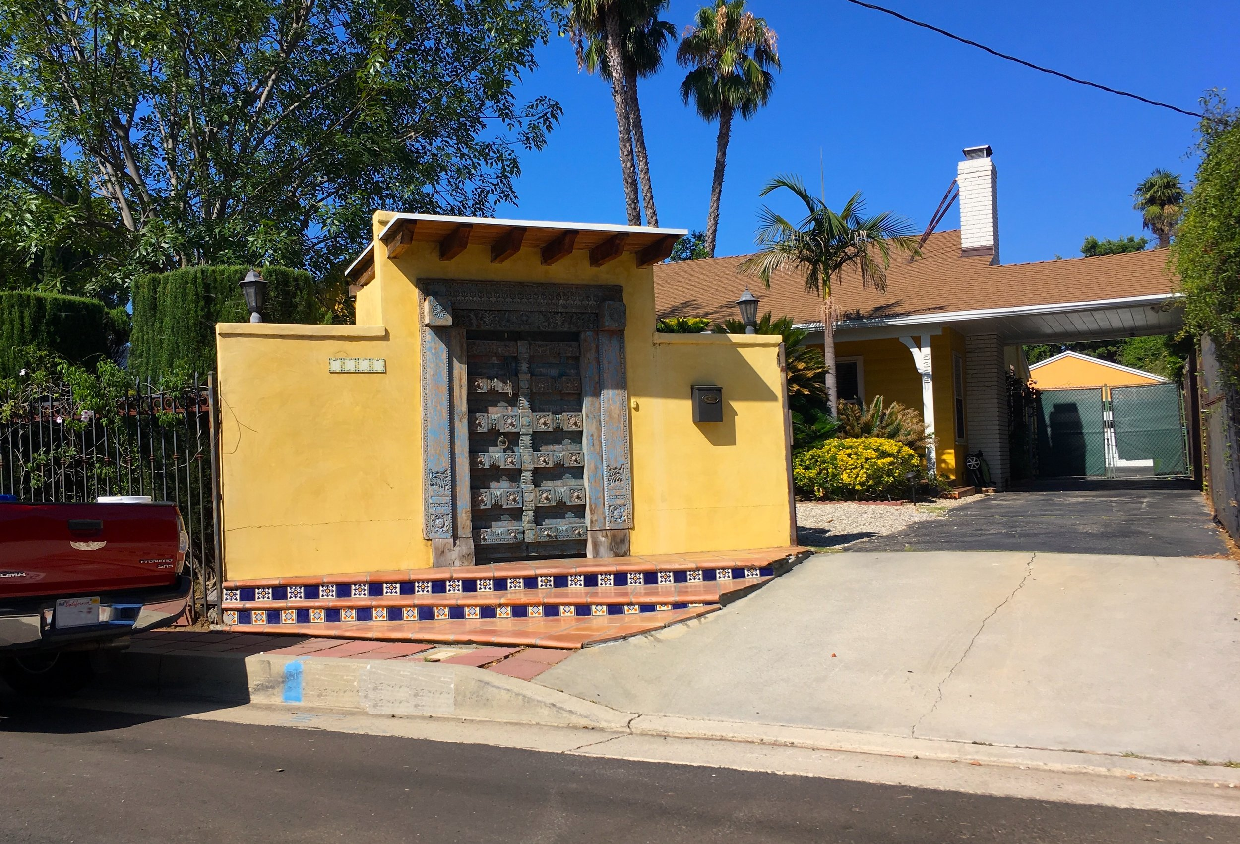 feng shui street observation with front door by laura cerrano los angeles ca feng shui consultant .jpg
