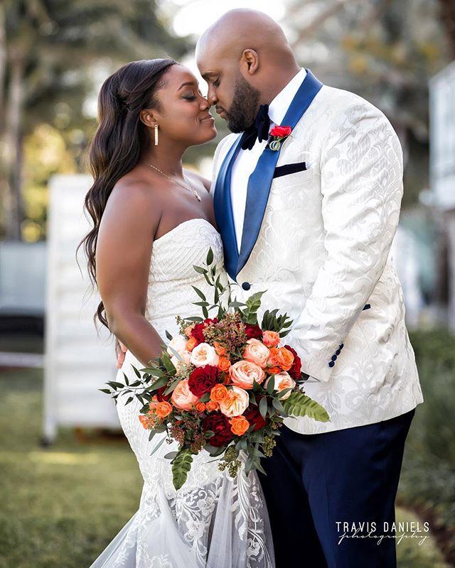#mocheryamour by @travisdanielsphotography #quality is 🔑 #bride #groom #wedding #weddingday #weddingdress #flower #bouquet #destinationwedding #miamiweddingphotographer