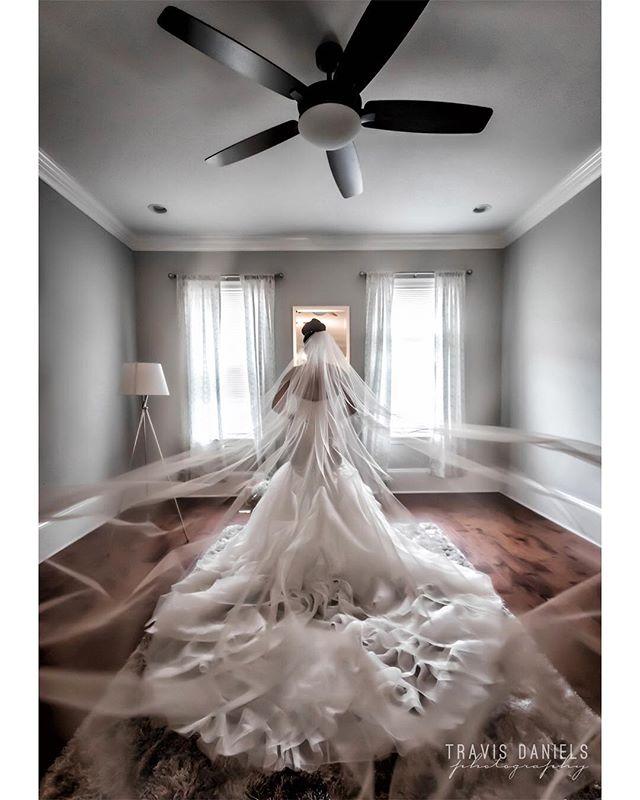 #QueenOfTheBayou by @travisdanielsphotography #quality is 🔑 #bride #wedding #weddingday #neworleans #shesaidyes #destinationwedding #destinationphotographer #nola #nolabride ⚜️