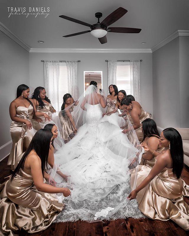 #QueenOfTheBayou by @travisdanielsphotography #bridesmaids #wedding #weddingday #destinationwedding #neworleanswedding #shesaidyes #nola #nolabride ⚜️
