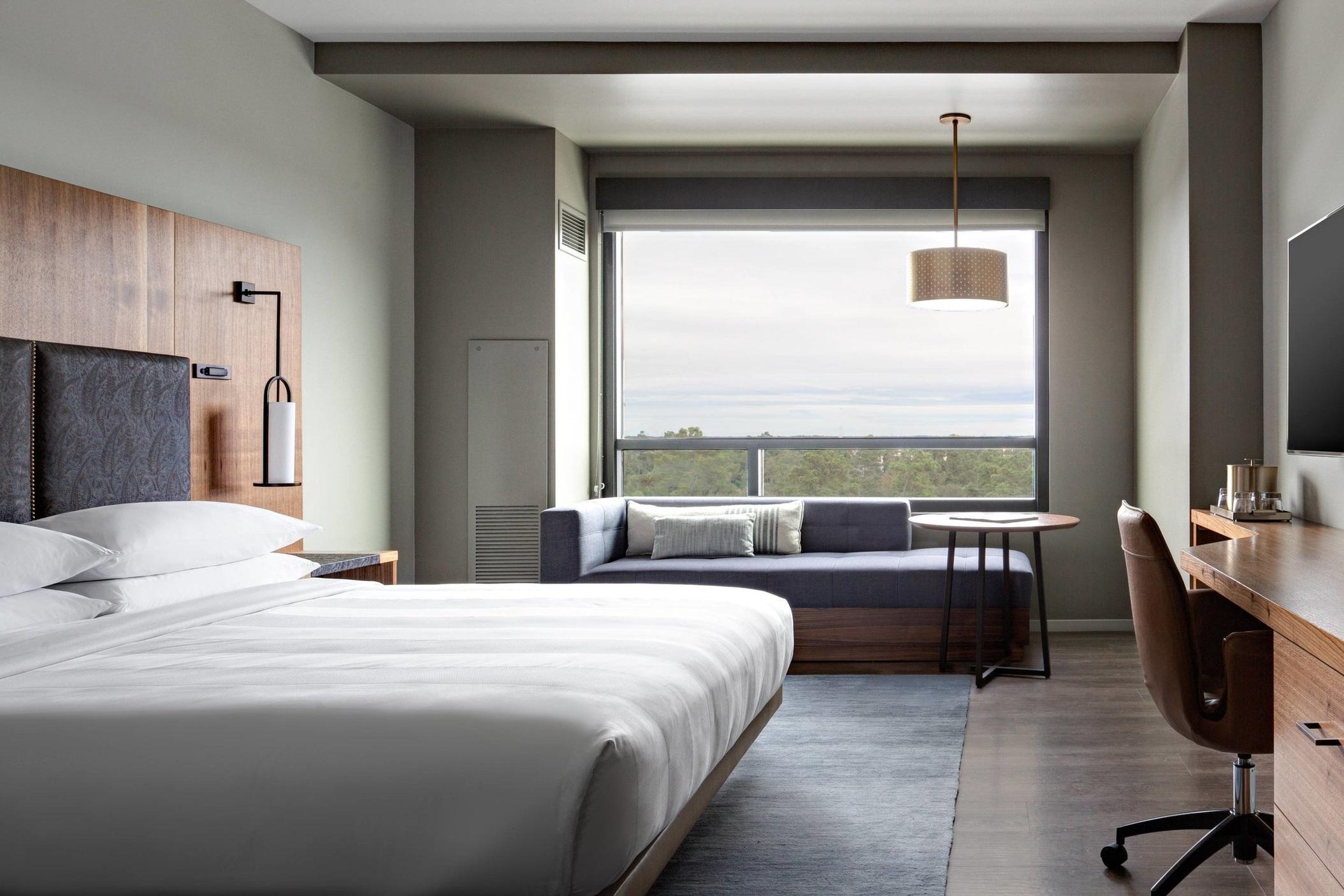 houns-guestroom-6188-hor-wide (1).jpg