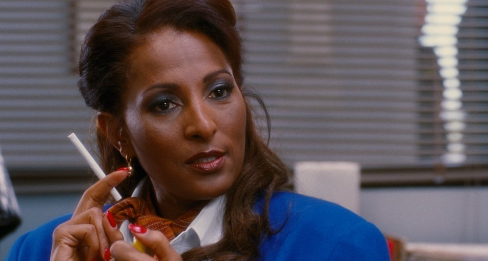 jackie-brown-1997-002-pam-grier-cigarette-medium-shot.jpg