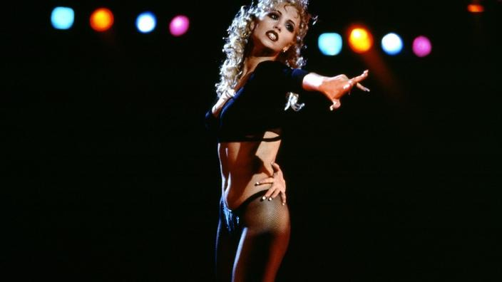 showgirls-elizabeth-berkley-paul-verhoeven.jpg