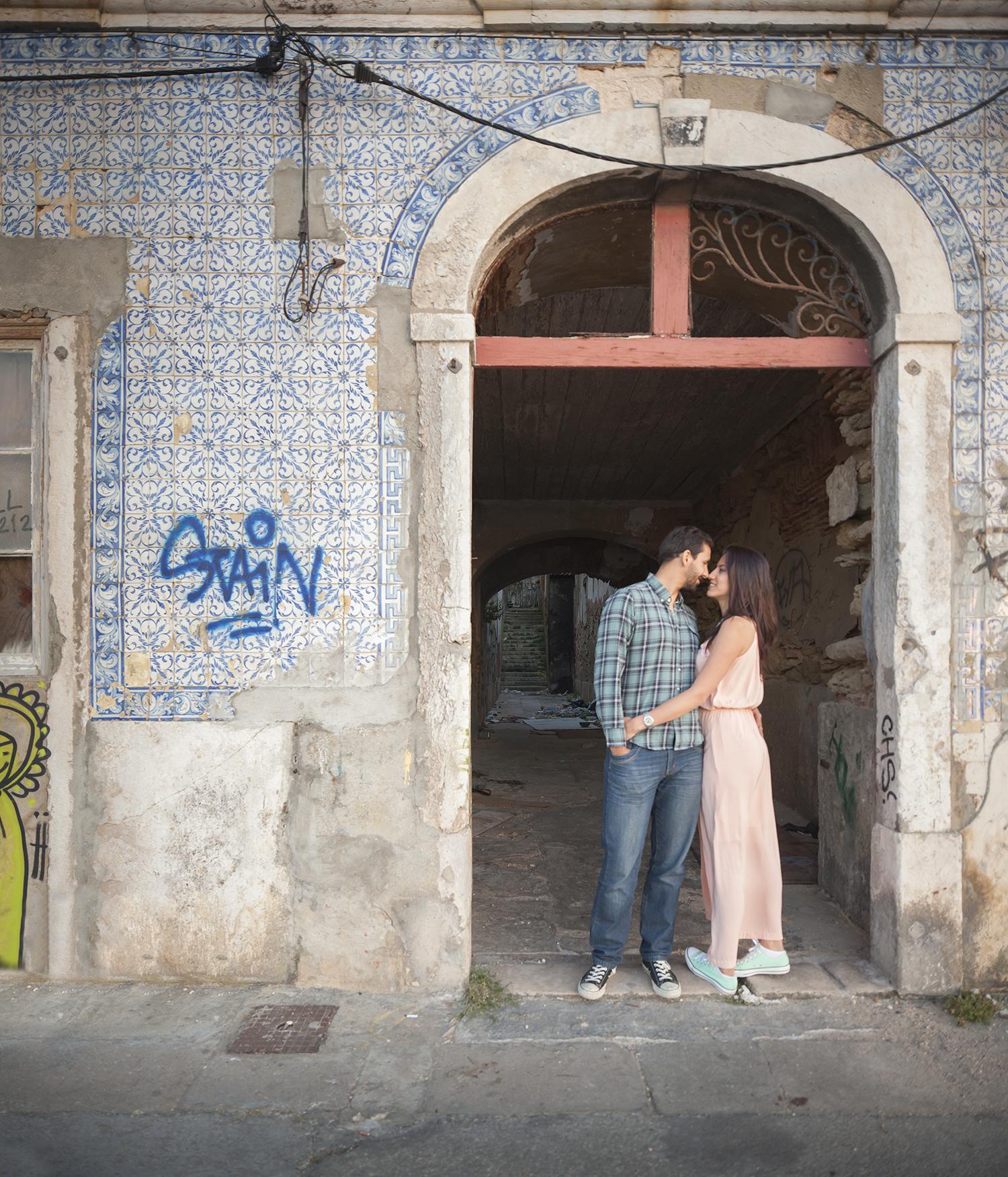 sessao-fotografica-casal-cais-ginjal-terra-fotografia-38.jpg
