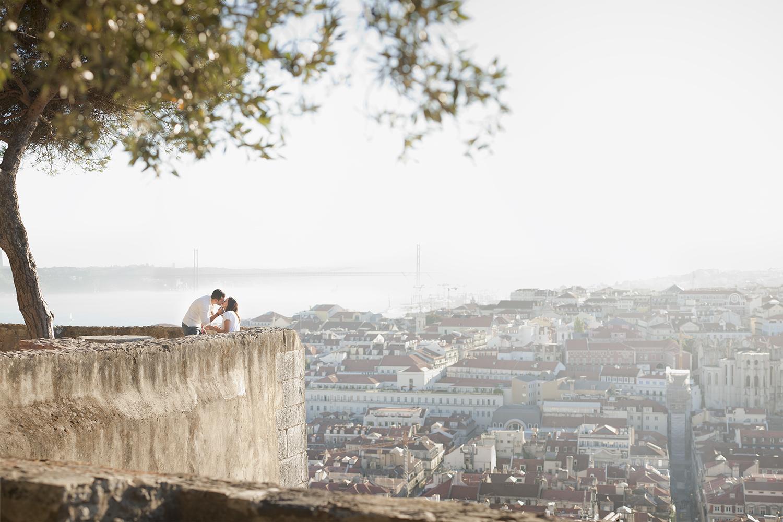 sessao-fotografica-pedido-casamento-flytographer-castelo-sao-jorge-lisboa-terra-fotografia-004.jpg