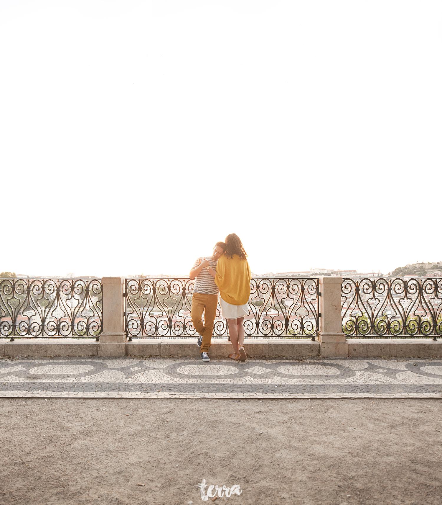 sessao-fotografica-casal-bairro-alto-lisboa-terra-fotografia-0011.jpg